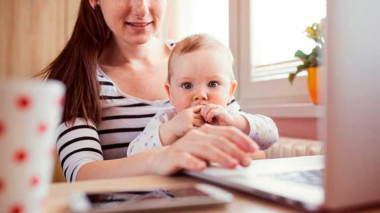 Чем заняться в декрете? Как заработать маме в декрете на дому в 2020 году?