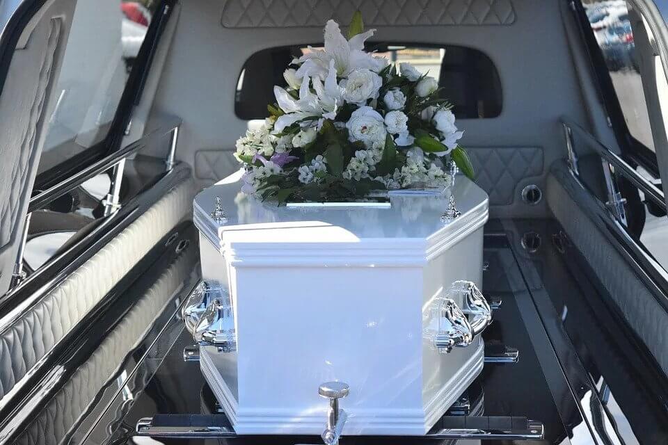 Сколько зарабатывают похоронные агентства