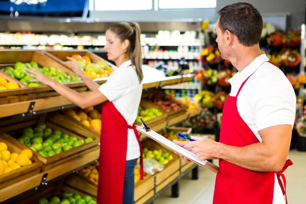 Персонал овощного магазина